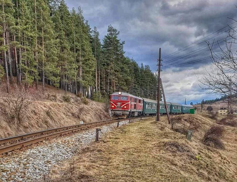 """БДЖ ще осигури допълнителни места във влак """"Родопи"""" от Септември за Добринище на 6-и май"""