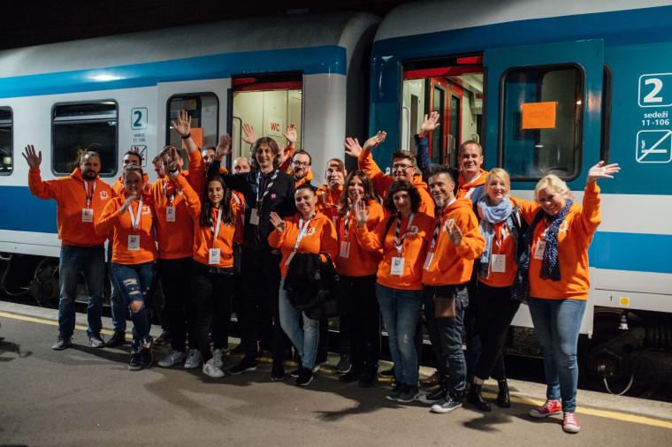 Стартъп влак с младежи пристигна от Словения за състезание на идеи